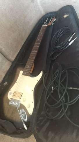 Se vende Guitarra Eléctrica Marca First Act, y Pie Eléctrico