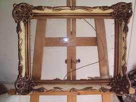 antiguo marco de cuadro con vidrio