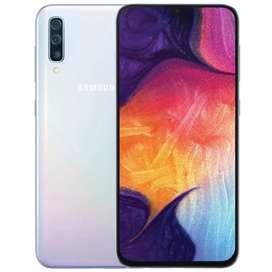 Samsung A50 color blanco 128gb más sd de 128gb