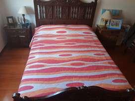Cama doble + colchón + dos mesas de noche