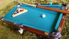 mesa de billard pool original mini 65cms por 45cms con maleta original en exelente estado marca americana