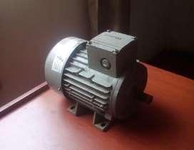 MOTOR ELECTRICO SIEMENS  ALEMANIA  1.8 HP, 3450 RPM , 60 Hz , OPERATIVIDAD A PLENA CARGA ,