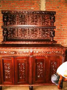 Biffet tallado en madera(182x106cm) dos cajones horizontales,dos cajones verticales, con dos naves verticales