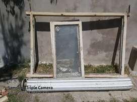 Ventanal de madera con marco