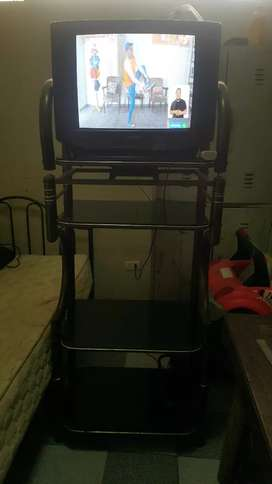 Vendo tv SONY + COMODA