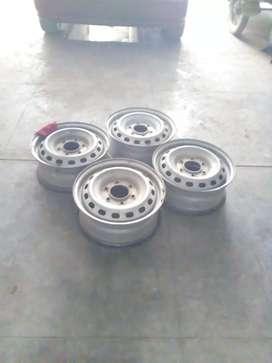 Aros de acero de 16' - 6 huecos, para camioneta, usado segunda mano  Perú