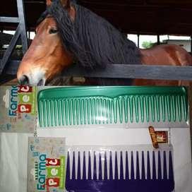 Peinillas o peines para la crin y la cola de los caballos. Tamaño grande y mediana.