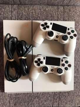 Playstation 4 sin detalles Con dos mandos y todos sus cables