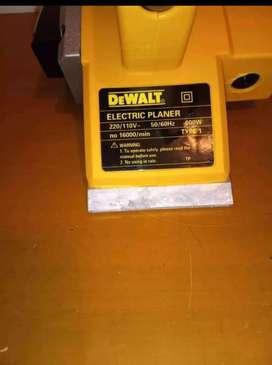 Cepillo eléctrico DEWALT