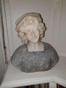 Busto de   mármol,  bella joven