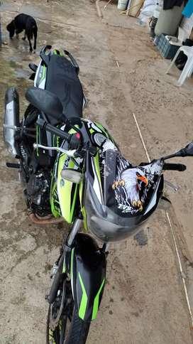 Vendo moto en buen estado solo tarjeta de propiedad