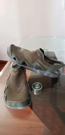Crocs Swiftwater - Zapatillas de agua para hombre, color verde y gris pizarra. Talla M - 9