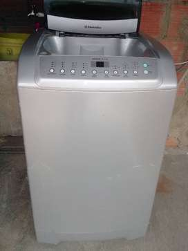 Vendo lavadora autonómica electrolux Aqua plus de 25 libras