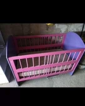 Cuna rosa y violeta
