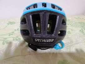 Se vende casco specialized, con sistema Angy (no incluido), solo 2 puestas.