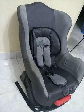 Vendo  silla de  bebe   para  carros   como  nueva