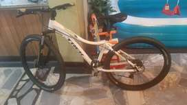 bicicleta  marca trek