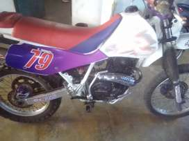 vendo o cambio xr600r 1996 por chopper 500cc a 1500cc o sedan pick up o camionet