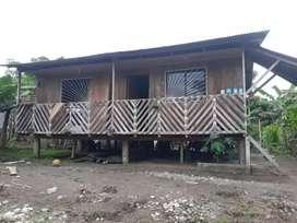 Venta de un solar con casa en madera en el barrio el taxita km 9 marger derecho a 4 cuadras  antes de la picina
