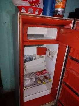 Vendo heladera para respuesto falta cargar el gas