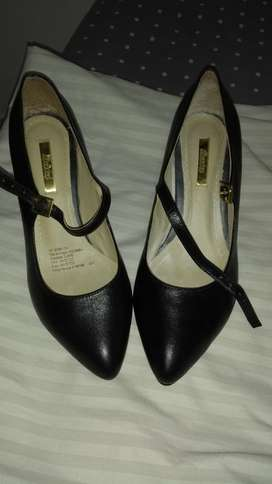 Zapatos Bata en cuero, negros nuevo, hago cambios.