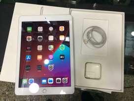 Apple iPad 5 Generación 9.7 Wifi ,huella ,32G,caja ,estuche
