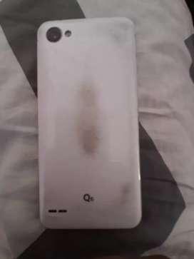 Vendo Celular LG Q6 detalle estético.