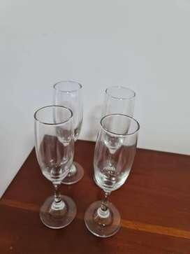 Vendo 4 copas flautas para champaña