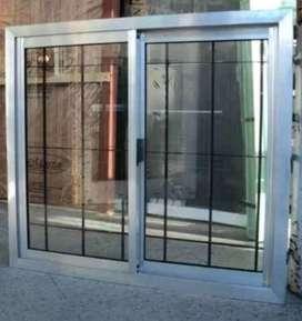 Ventana natural de aluminio con reja y vidrio