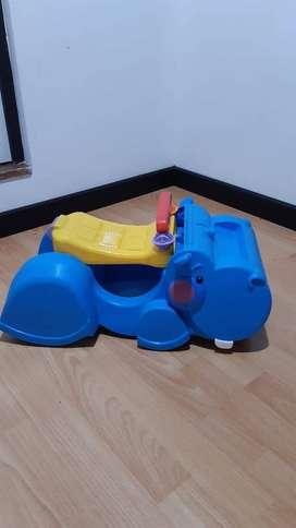 Caminador 2 en 1 hipopótamo. Con apoyo para primeros pasos, que se vuelve silla para montarse.
