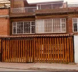 Vendo casa de 3 pisos en Chía; sector Gimnasio Británico con dos apartaestudios rentando.