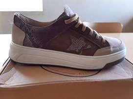 Zapatillas Talle N° 40 - Nuevas sin uso!