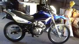 Hermosa moto con goma nueva de taco muy cuidada lista para transferir