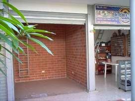Se Arrienda Local en Centro Comercial