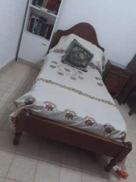 Vendo a mitad de precio 1 cama 1plaza y carrito +colchones+ mesita de luz+comoda
