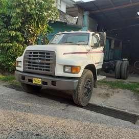 Camión Ford 800 año 1996 .semi nuevo