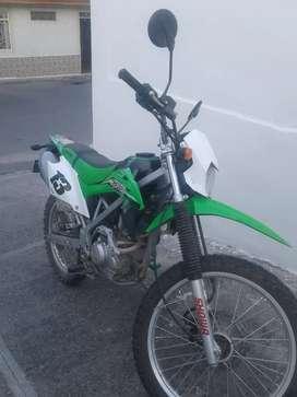 Se vende Kawasaki 150, poco uso.