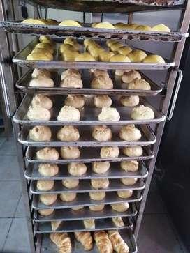 Panadero y ayudante de producción con experiencia.