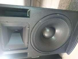 Vendo o permuto parlante eighteen sound 15mb700 mas driver das m50