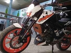 Vendo moto duke modelo 2015