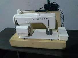 Vendo máquina de coser singer