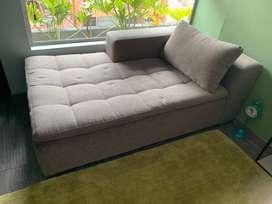 Sofá cómodo recien tapizado