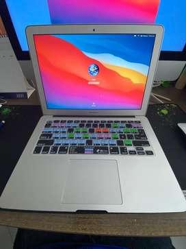 MacBook Air 13 Core i5 256 GB SSD 4 GB Ram Big Sur Bateria 56 Ciclos. (Exelente estado casi nuevo)