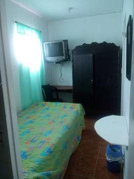 Sólo caballeros habitación amoblada con baño privado y  alimentación
