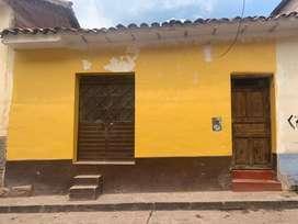 Casa independiente a la calle en centro historico