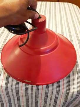 Lámpara colgante de chapa