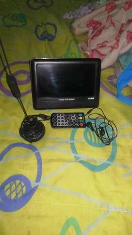 Vendo televisor portátil con control remoto y con  t d t