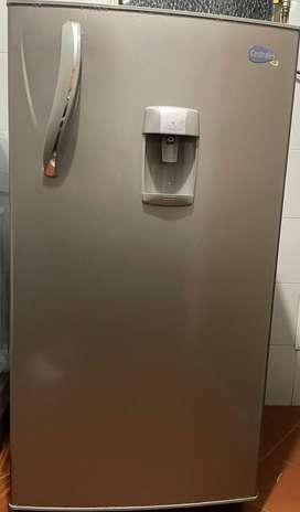 Se vende nevera Centrales, capacidad 223 Litros buen estado garantízada a domicilio