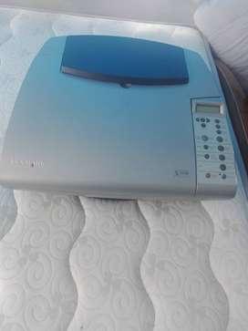 Fotocopiadora impresora blanco y negro en buen estadomarca