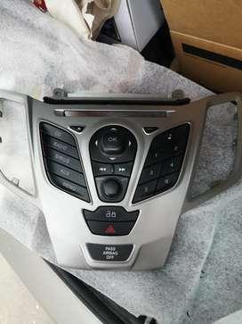 Se vende consola con radio para ford fiesta